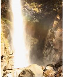 根尾の滝に架かる虹